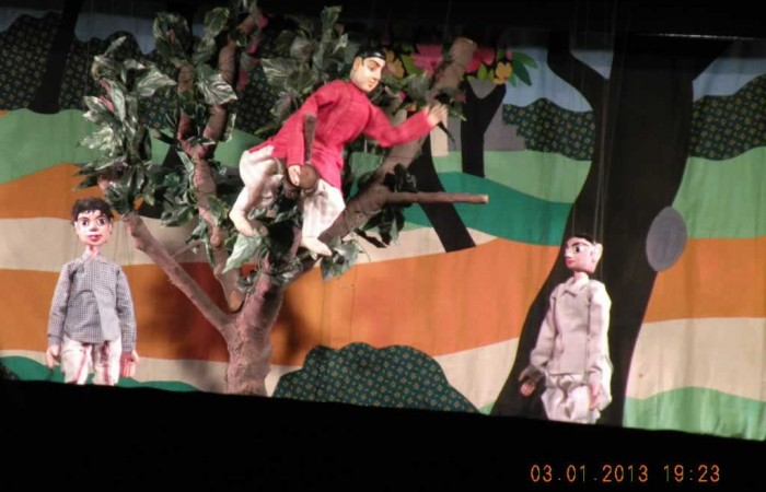 A scene from Puppet Show : Swamijir Jiban